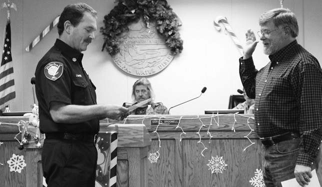 SWORN IN—Steve Hutchison was sworn in as a new member of the Valley Center Fire Protection District board at the December organizational meeting. He joined other directors Weaver Simonsen, Oliver Smith, Bill Palmer and Phil Bell.