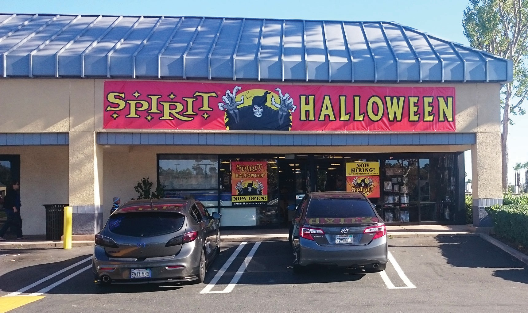 Spirit Halloween Store at the corner of El Norte Parkway. Photo by Anne S. Hall
