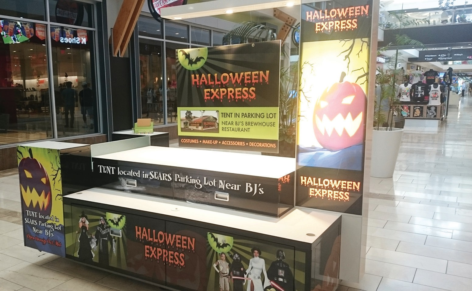 Kiosk to advertise Halloween Express at the North County Mall. Photo by Anne S. Hall.