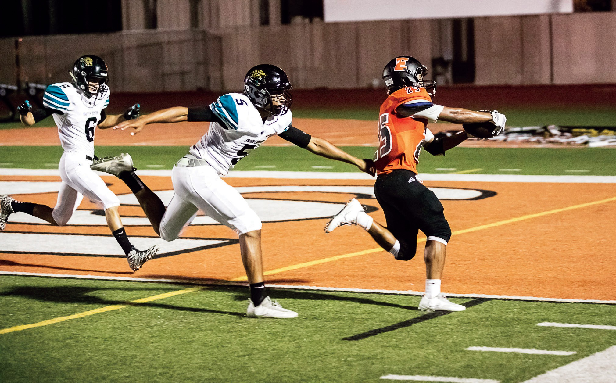 Scatback Taveous Vazquez stretches out for his second TD of the night. Photos by Lenny Kerbs of Kerbs Custom Photography